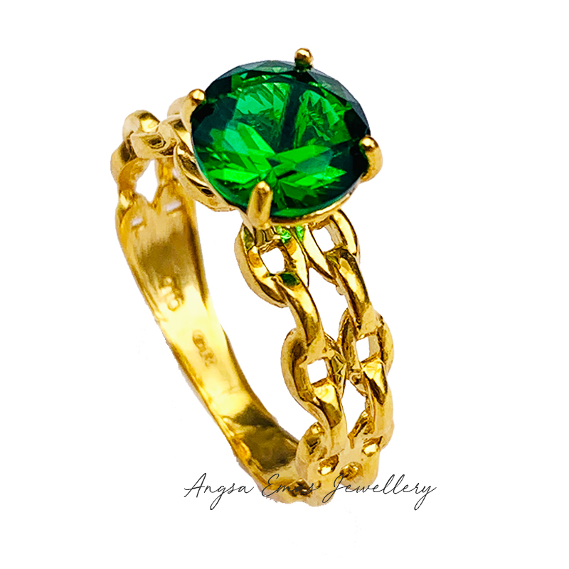 Vintage Royal Ring with Emerald Stone