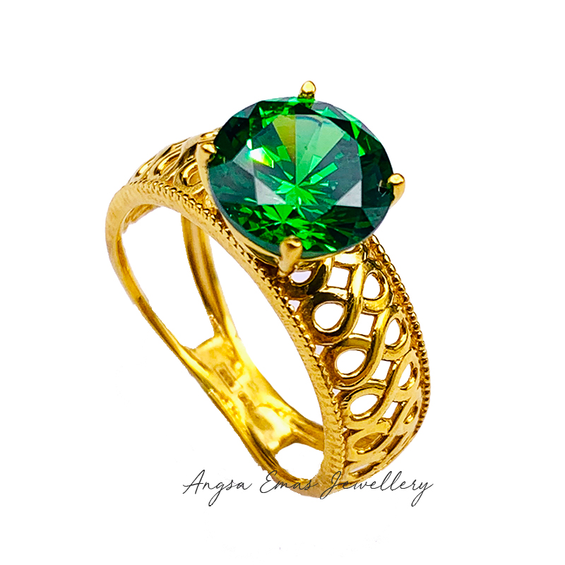 Vintage Antique Ring in Emerald Stone